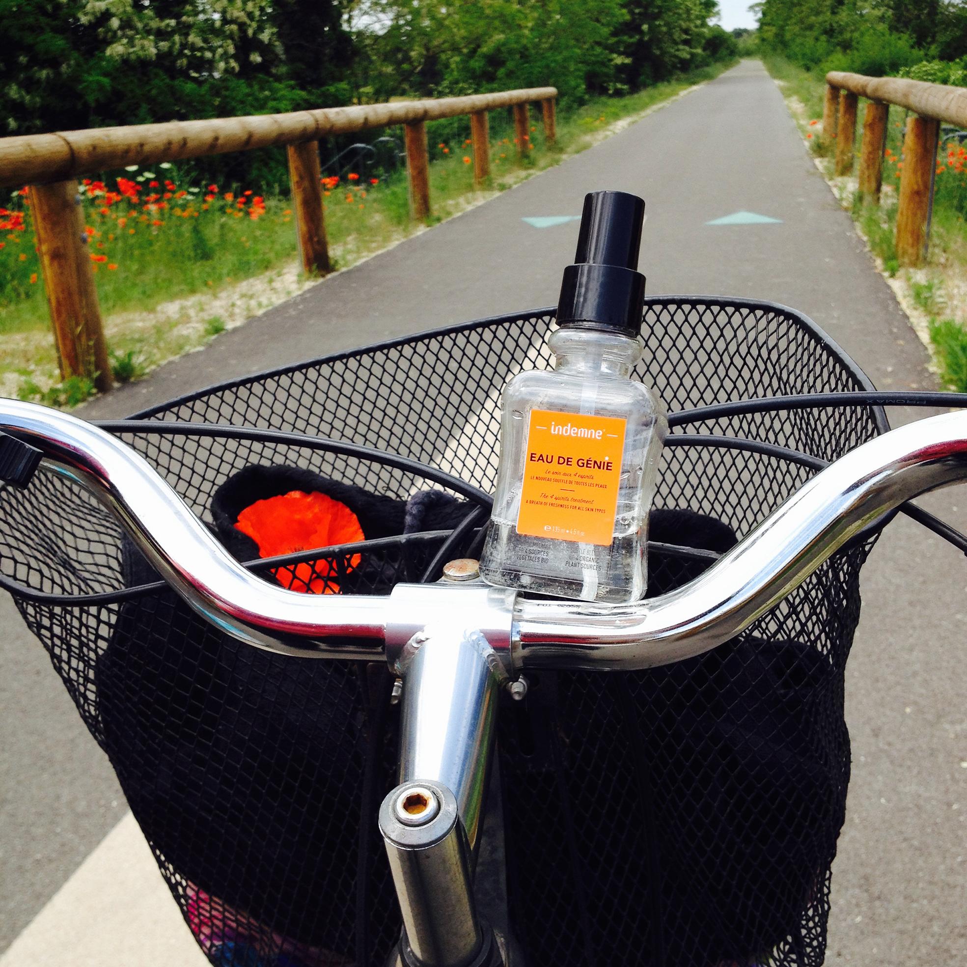 Indemne eau de genie op fiets