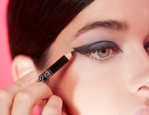 Lavera graphic-eyeliner-look-step-2-69770